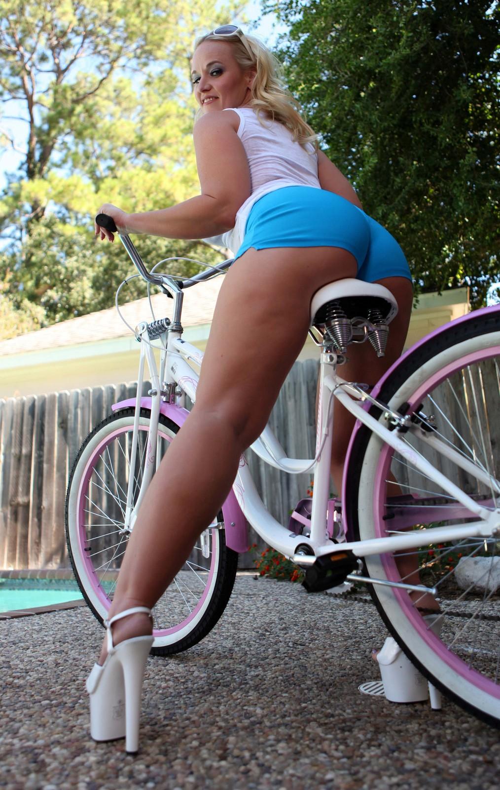 from Raiden hot naked ass in a bike