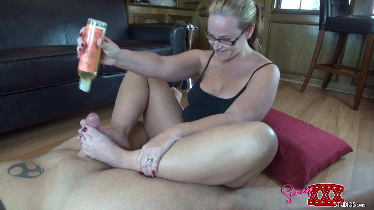footjob featuring dee siren